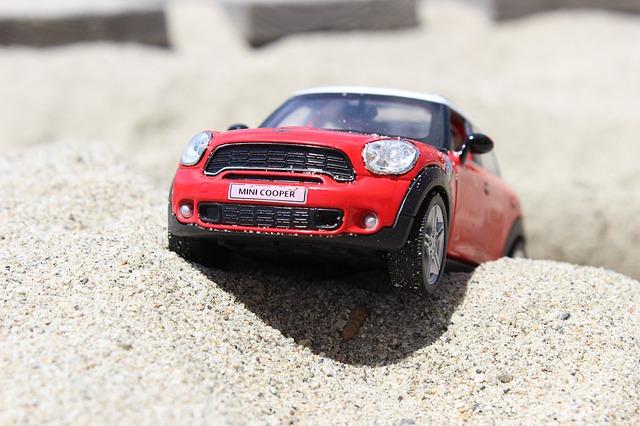 おもちゃの車