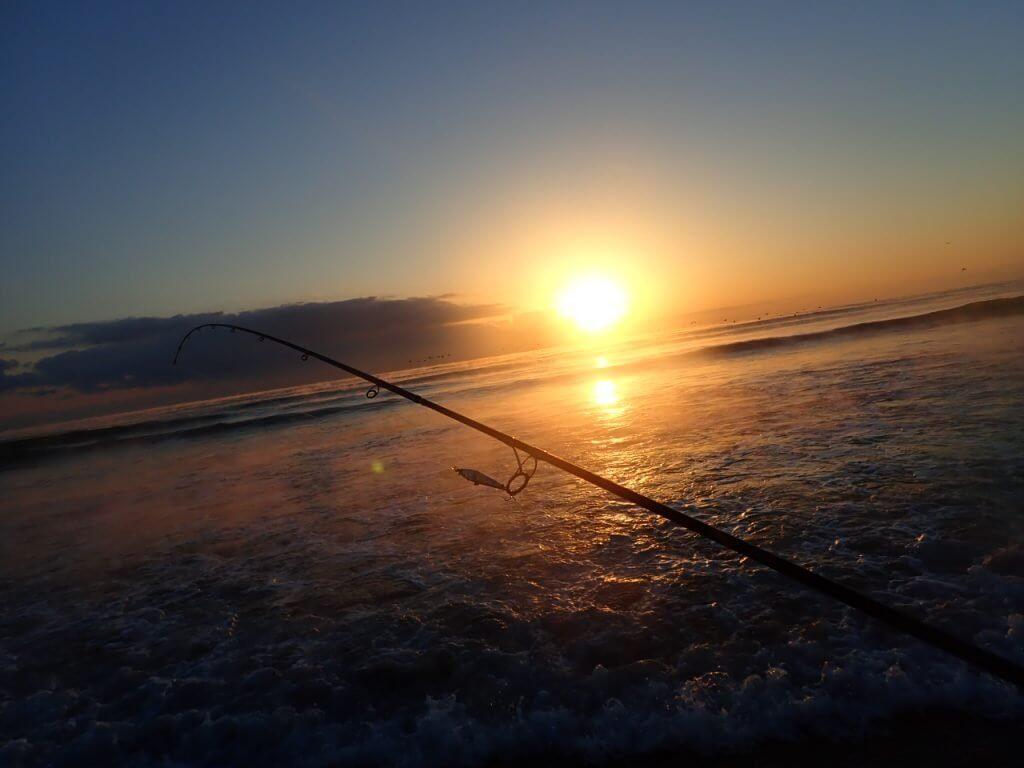 釣竿と朝日