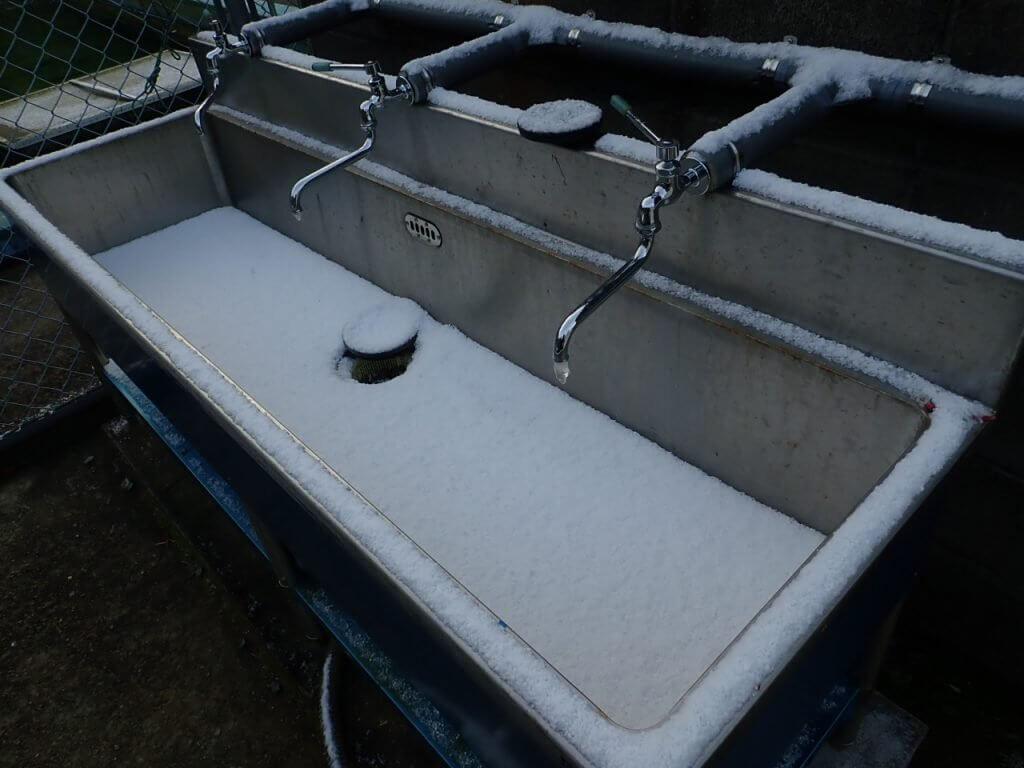 凍ってしまっている水道