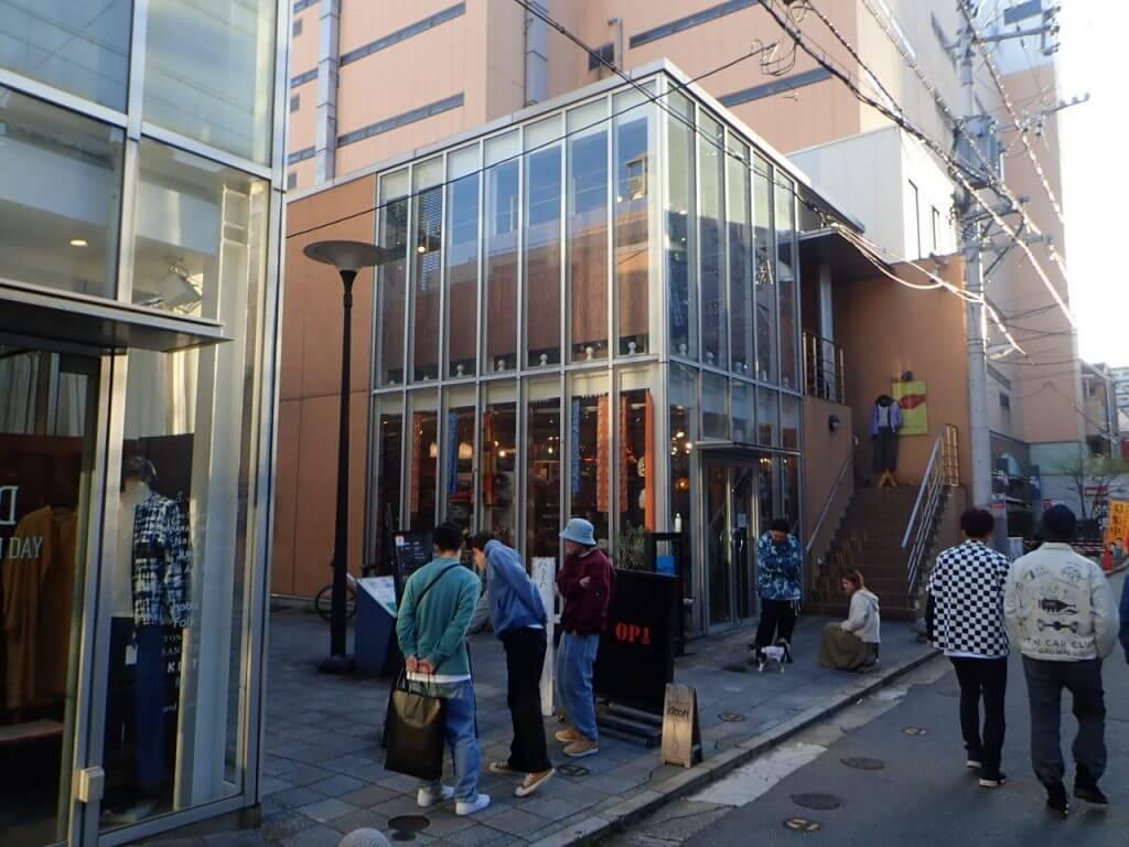 「冒険用品福岡大名店」の入り口付近