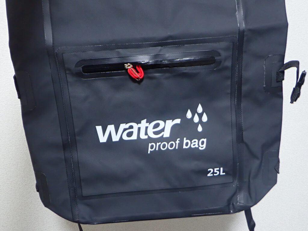 防水リュックのロゴ