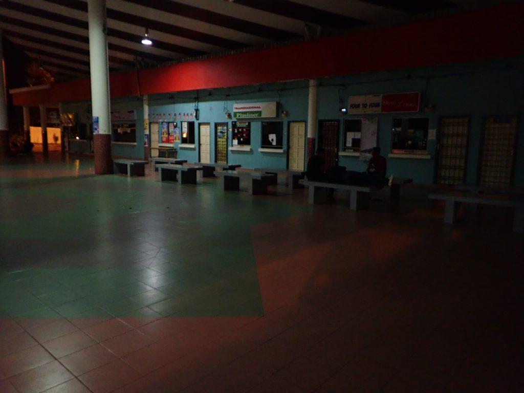 ロンピンにある小さなバスターミナル