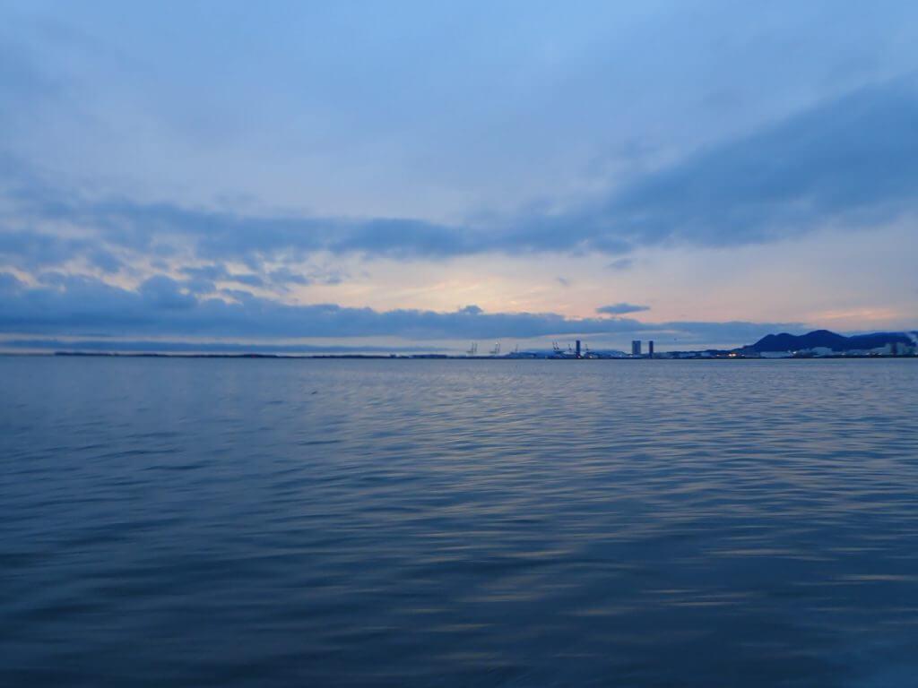 玄界灘の夜明け