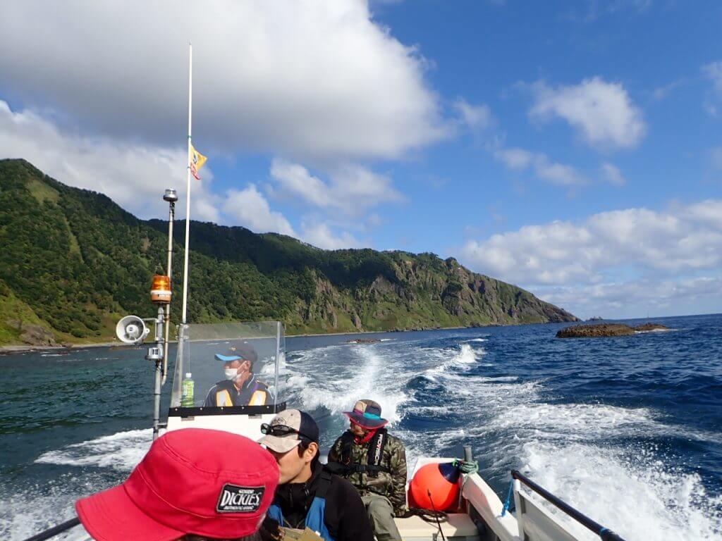 瀬渡し船でいく知床のカラフトマス釣り