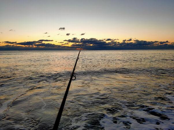 宮崎の砂浜からの朝日